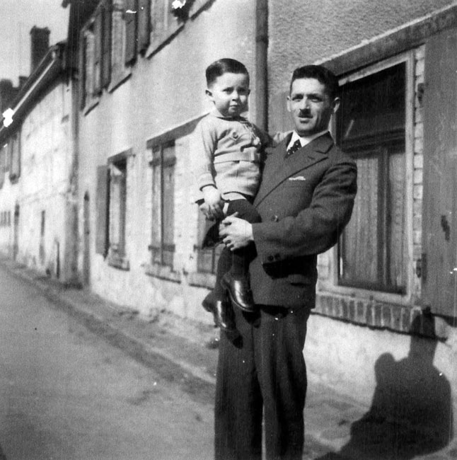 Herbert (Ehud) with his father in Buehl