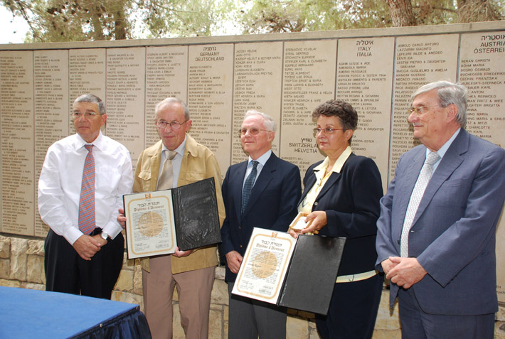 Justice Jacob Türkel, Chairman of the Commission for the Designation of the Righteous Among the Nations, and Avner Shalev, Yad Vashem Chairman, presenting the medal and certificate to the grandchildren of Righteous Among the Nations Louise Roger