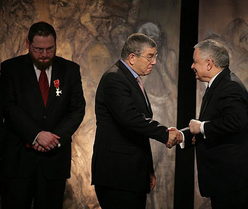 Polish President Lech Kaczyński awards Chairman of the Yad Vashem Directorate Avner Shalev with the Officer's Cross of the Order of Merit of the Republic of Poland. On the left: Auschwitz-Birkenau State Museum Director Dr. Piotr M.A. Cywiński