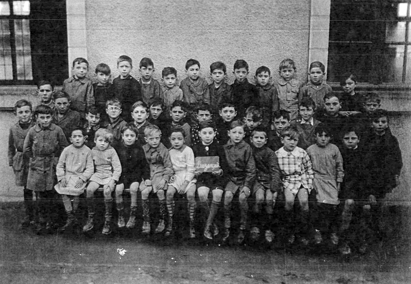 Ehud Loeb, first row center, at school in France during the war