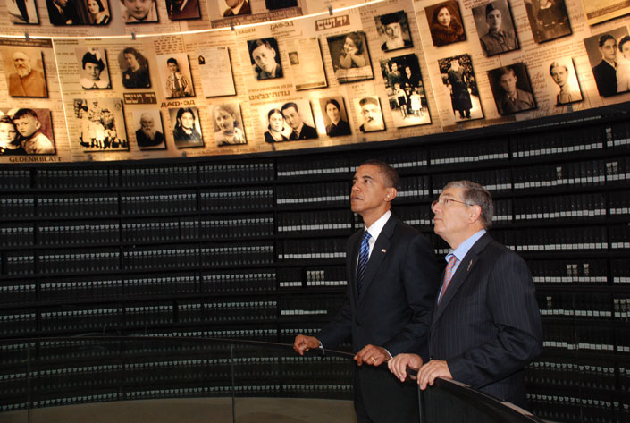 Senator Obama and Chairman of the Yad Vashem Directorate Avner Shalev in the Hall of Names