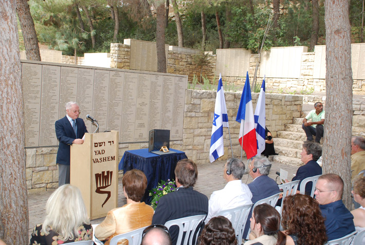 Survivor Ehud Loeb speaking at the ceremony in honor of his rescuer, Louise Roger