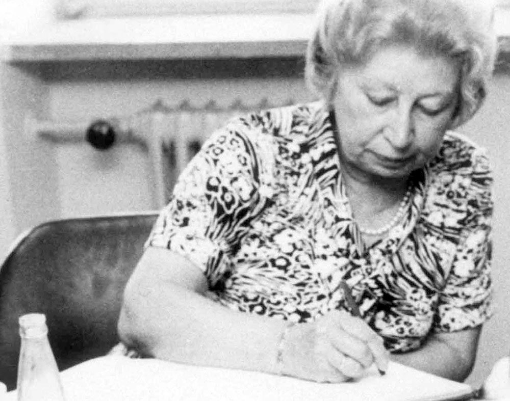 Miep Gies signs the Visitors' Book at Yad Vashem. May 6, 1977