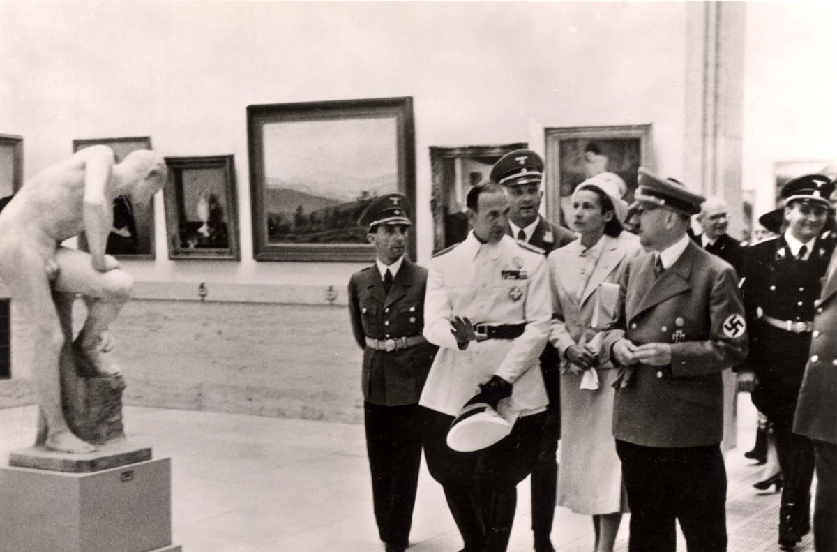 Hitler visiting at the exhibition of German art, 16/7/1939