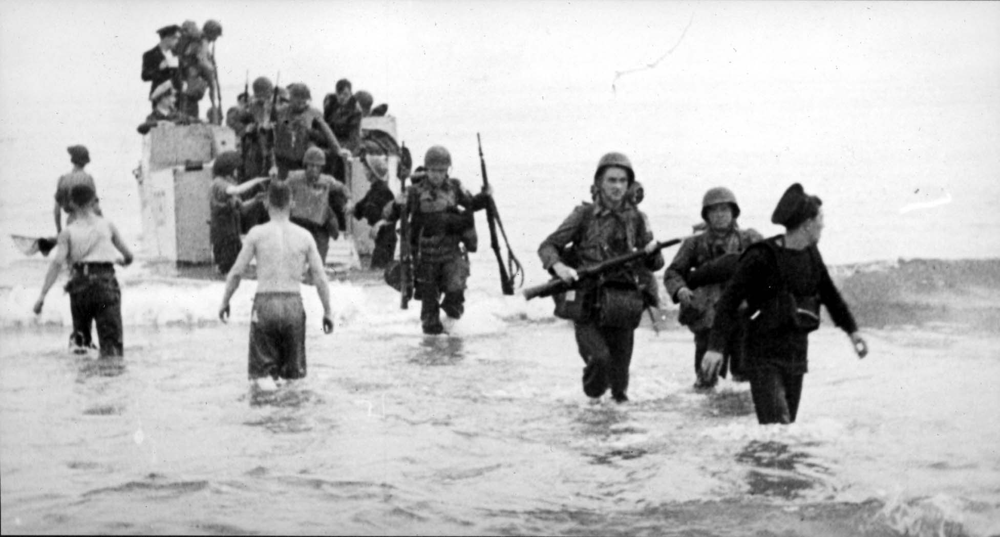American soldiers landing on the beach, Algeria, November 1942