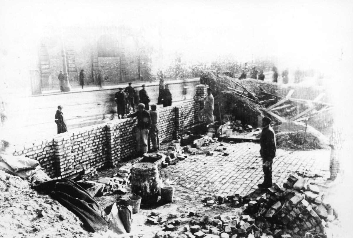 Warsaw, Poland, Building the Ghetto Wall