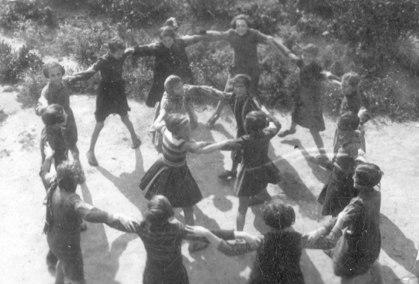 Children playing in the Lodz ghetto 1941