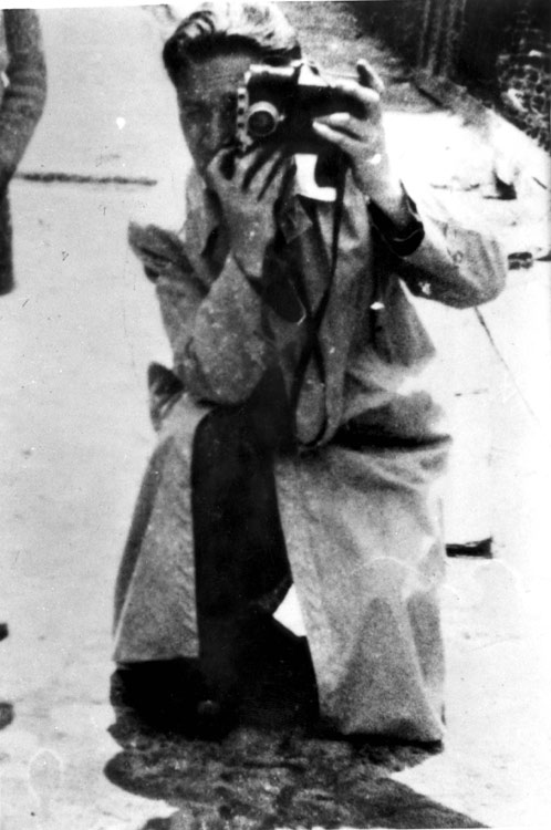 Mendel Grossman taking a photograph in the Lodz Ghetto