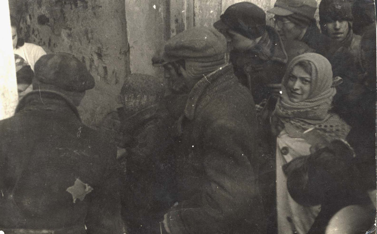 People waiting in line for food in the Lodz Ghetto