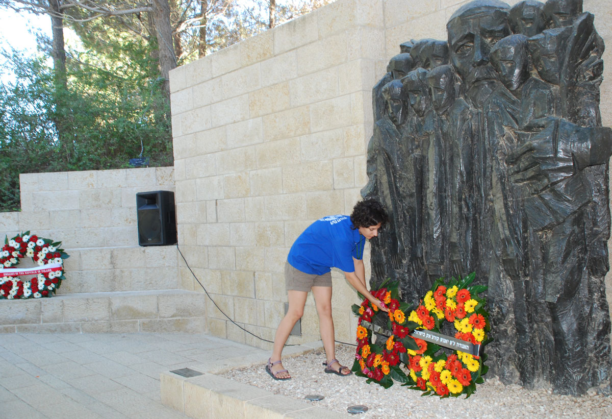Youth group member laying a memorial wreath in Janusz Korczak Square