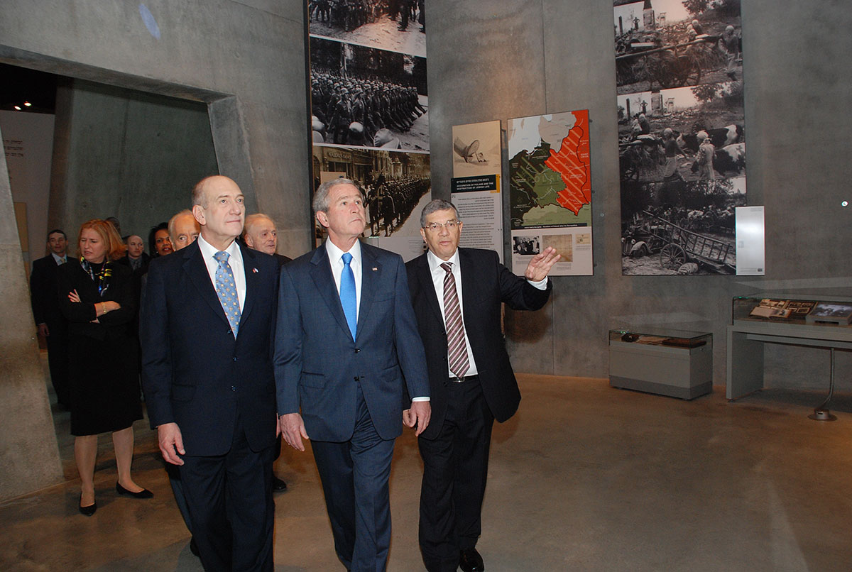 President Bush, guided by Chairman of the Yad Vashem Directorate Avner Shalev and accompanied by Prime Minister Ehud Olmert, studies an exhibit in the Holocaust History Museum