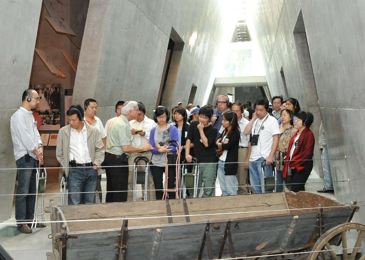 Participants of the seminar tour the Holocaust History Museum