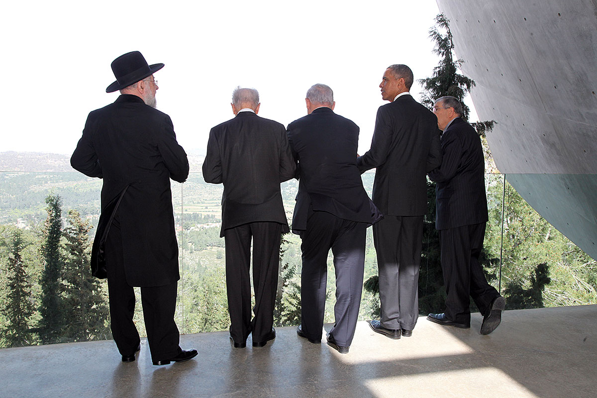 From left: Chairman of the Yad Vashem Council Rabbi Israel Meir Lau, President Shimon Peres, Prime Minister Benjamin Netanyahu, President Barack Obama, Chairman of the Yad Vashem Directorate Avner Shalev