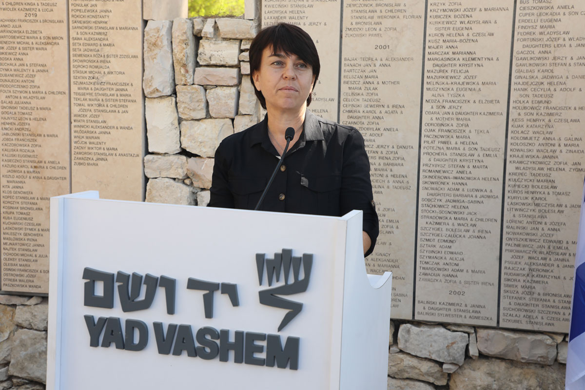 Galina Grinchik speaking at an event at Yad Vashem honoring her late grandmother Yelena Grinchik as Righteous Among the Nations