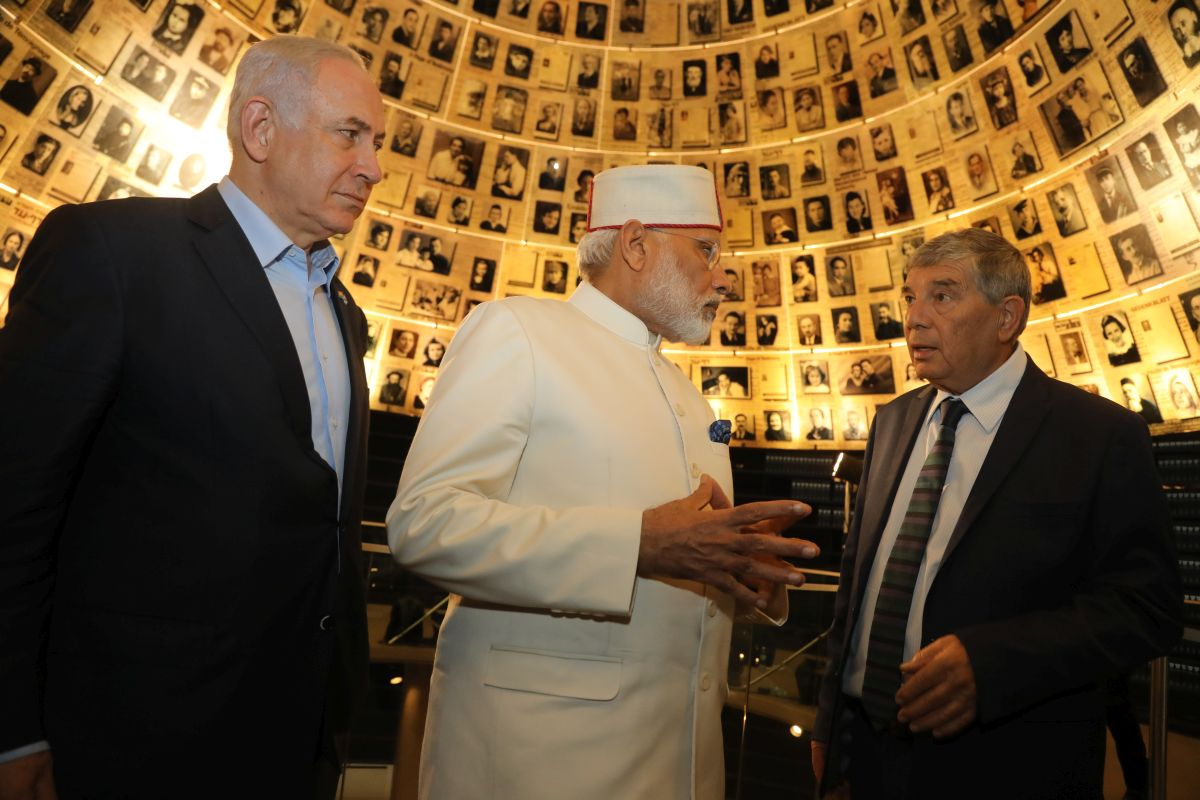 Prime Minister of India H.E. Mr. Narendra Damodardas Modi Visits the Hall of Names at Yad Vashem (Left to Right: PM Benjamin Netanyahu, PM Narendra Damodardas Modi, Yad Vashem Chairman Avner Shalev)
