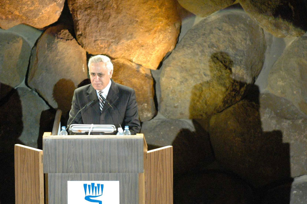 President Moshe Katsav addresses the audience during the Inaugural Ceremony of the New Museum