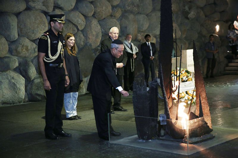 The President rekindled the eternal flame at a special memorial ceremony held in the Hall of Remembrance
