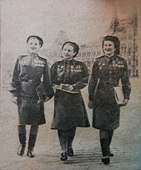 Polina Gelman (in the center) with the pilot Raisa Aronova (on left) on Red Square, after receiving the medal of the Hero of the Soviet Union, May 15, 1946
