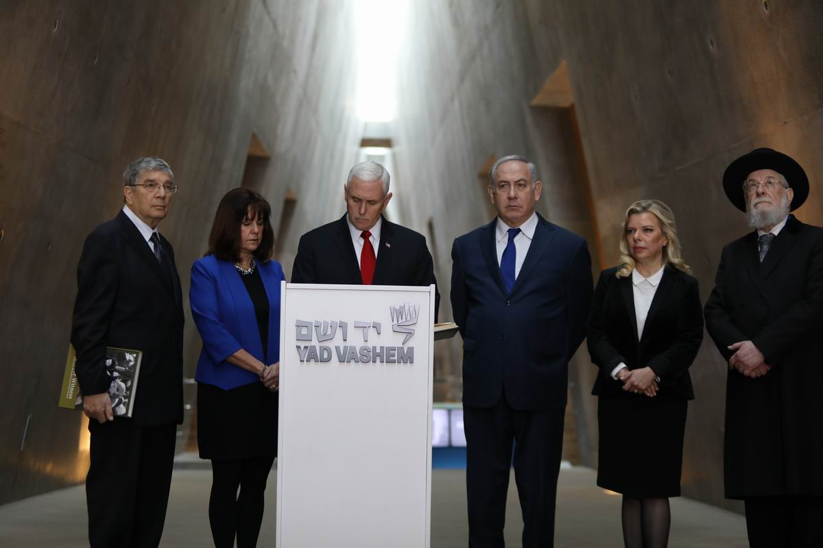 Vice President Pence signing the Yad Vashem Guestbook at the exit of the Museum