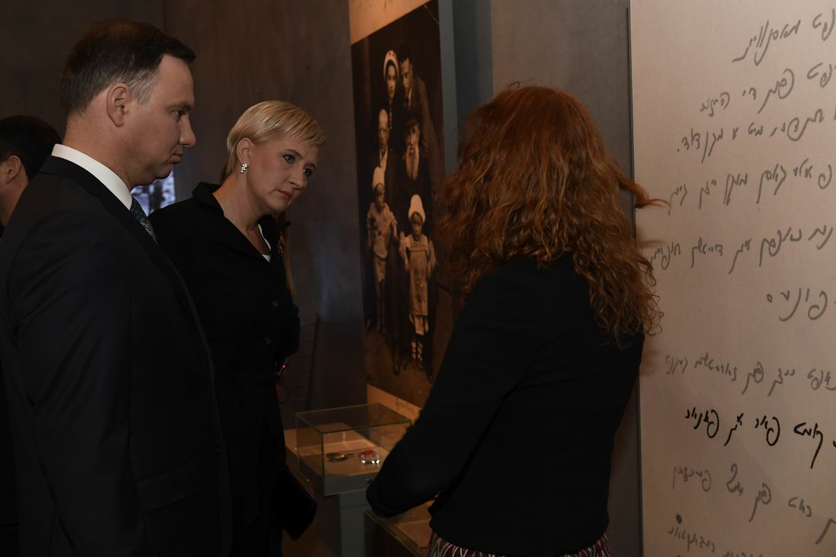 President Duda and his wife Agata toured the Holocaust History Museum, guided by Orit Margaliot of the International School for Holocaust Studies