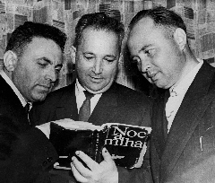 Semion Rozenfeld (on the left) with Alexander Pechersky and Arkady Waispapir