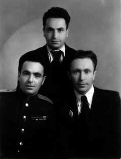 Aron Skir (on the right) with brothers.