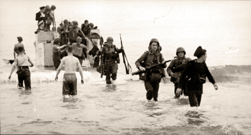 Algeria, American soldiers landing on the beach, November 1942