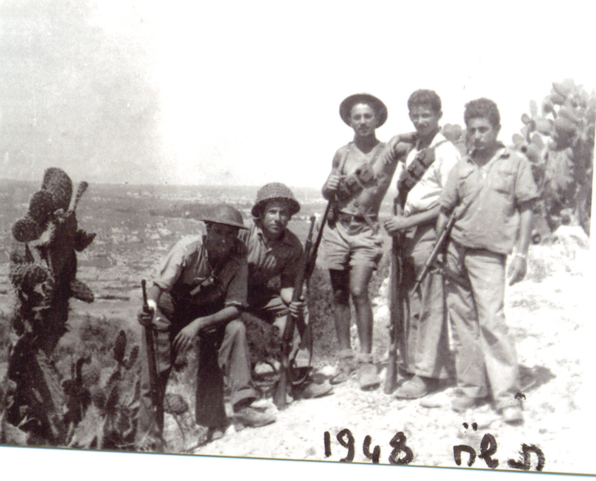 "Hativat ""Yiftach"" of the Palmach during the Israeli War of Independence, 1948. Benjamin is in the middle."