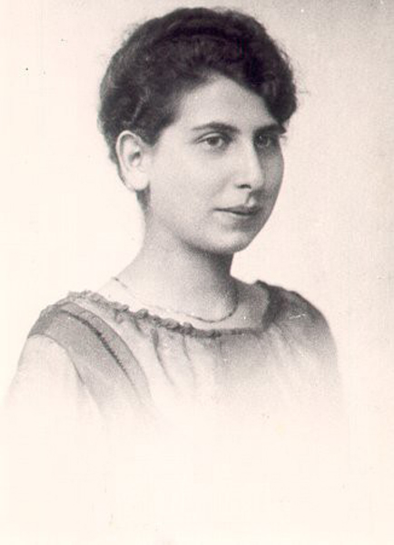 Else Dobkowsk, Ester's Mother