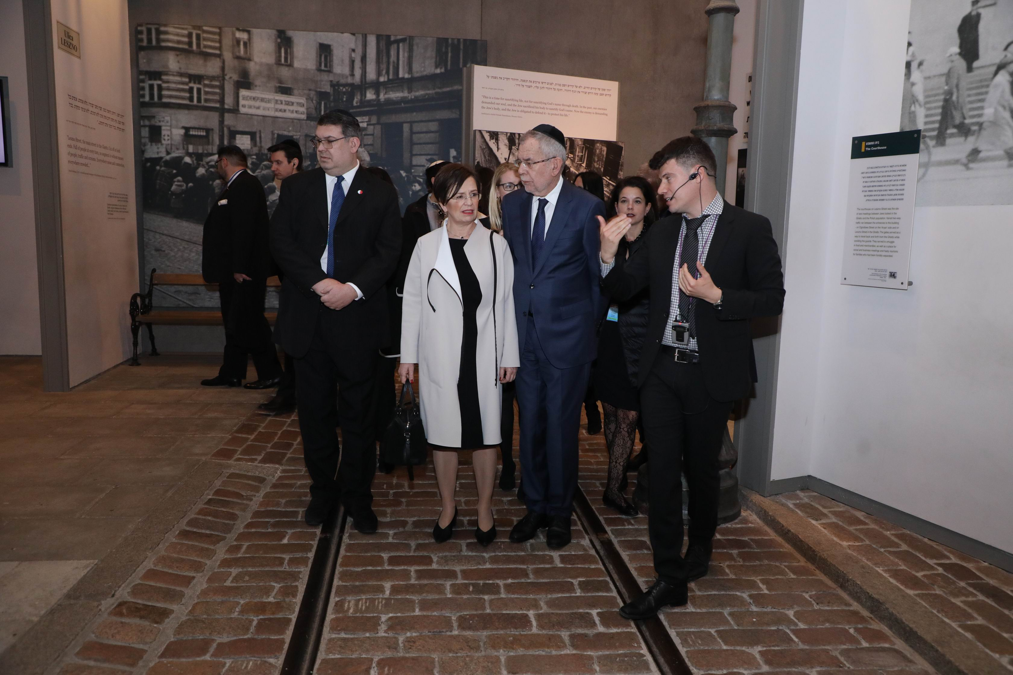 The President of Austria and his wife Doris Schmidauer toured the Holocaust History Museum, including a reconstruction of Leszno Street in the Warsaw ghetto