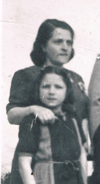 Sonia Cohen and Shela Tzion. Pristina, 1943.