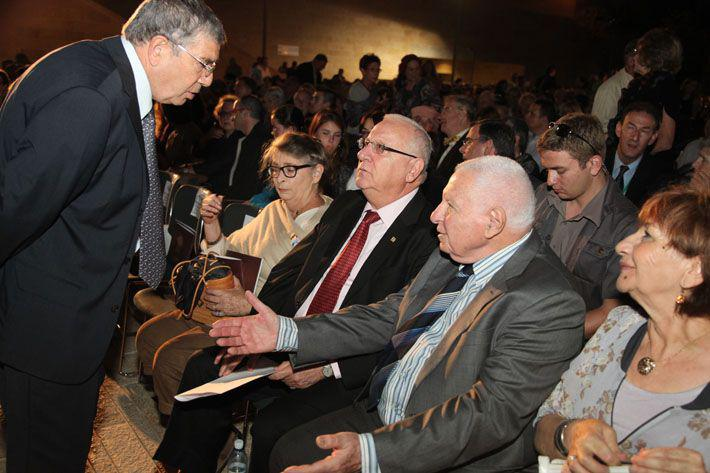 Avner Shalev, Chairman of the Yad Vashem Directorate, greets State Comptroller Micha Lindenstrauss and Speaker of the Knesset Reuven Rivlin