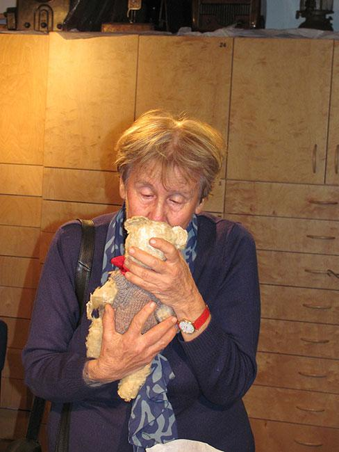 Stella Knobel parting from the teddy bear that accompanied her as a child throughout the war, March 2011