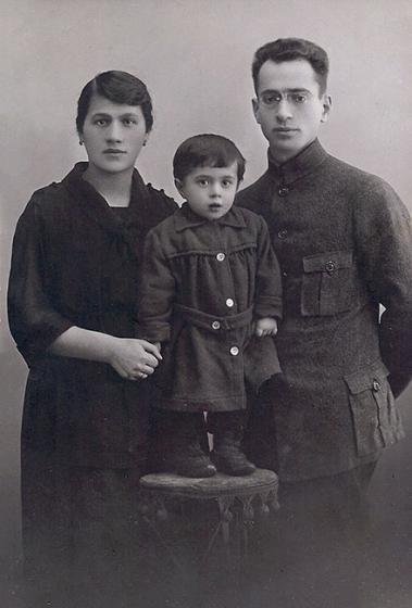 Mendel and Chasia Eidlicz with their daughter Sima