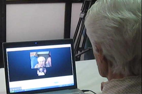 """Esther Bielski (née Hauszpeigel) """"virtually"""" reunited with her brother Wolf Hall via """"skype"""". (September 2011)"""