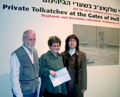 Yehudit Shendar, Senior Curator, Yad Vashem Art Museum (right), together with Tolkatchev's two children, Ilya and Anel at the opening of the exhibition