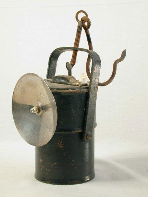 A carbide lamp, of the kind used by Zenek (Selig) Maor (Moszkowicz) in the coal mines when he was a prisoner in the forced labor