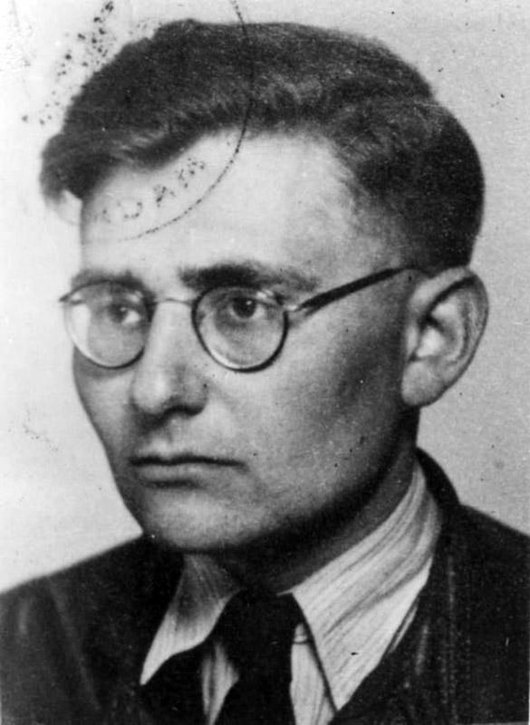 A bookend decorated with the colors of the Dutch flag and orange lions – symbols of the Dutch monarchy