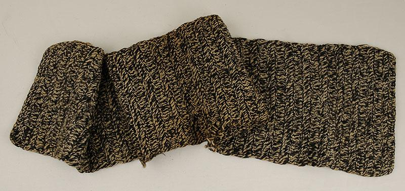 Knitted scarf that Feliks Goldwag (Davidson) received from his father David Goldwag when they parted