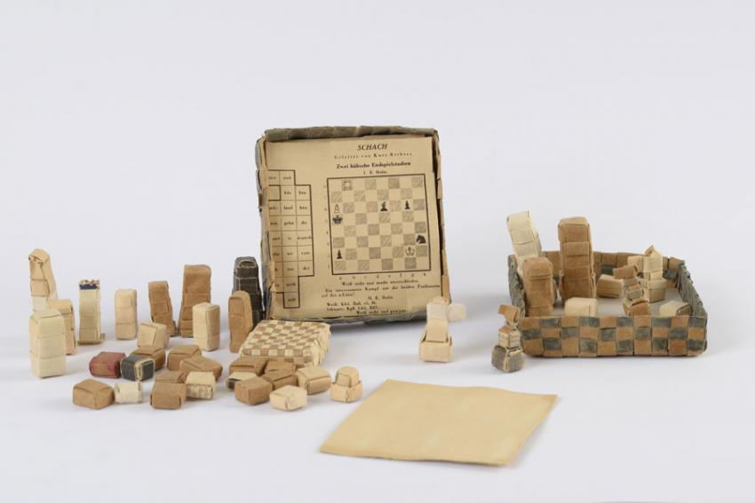 Chess set made from paper by Hermann Rautenberg in the Buchenwald camp