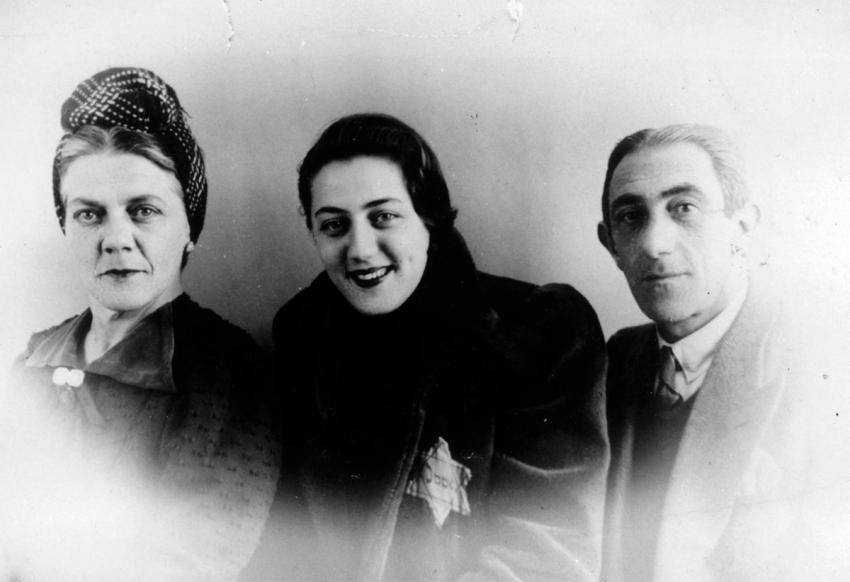 Jews in the Netherlands wearing the yellow star on their clothes (the Dassi family)