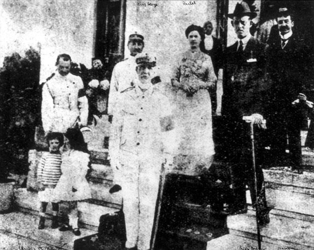 Rachel and Haimaki Cohen with King George of Greece during the royal family's visit to Triacala