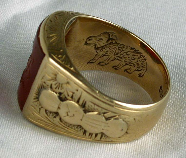 A sacrificial lamb engraved on the inside of the contact ring used as identification in secret encounters between the commanders of the Jewish Military Union in the Warsaw Ghetto and commanders of the Polish underground