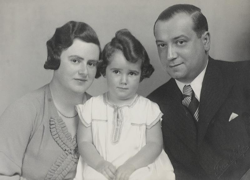 Walter and Edith Elkeles with their daughter Miriam