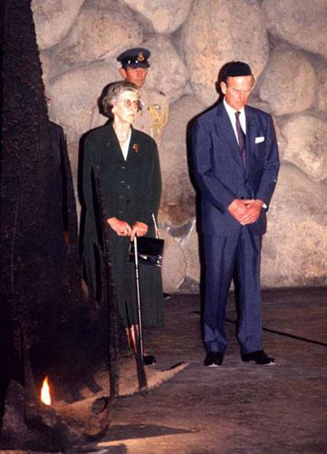 The ceremony at Yad Vashem Princess Alice, Prince Philip and Princess George of Hanover in the Hall of Remembrance