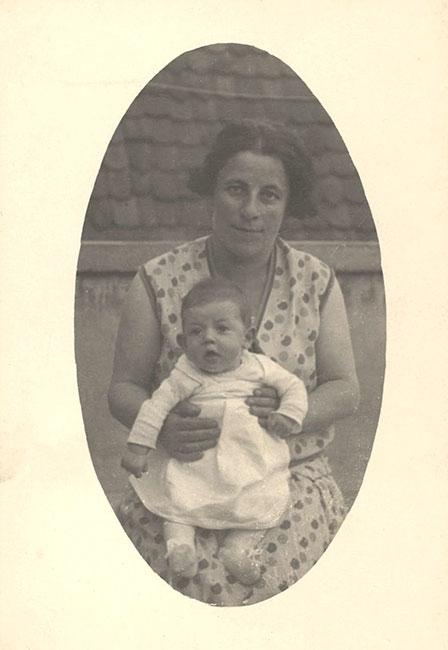 Gerta Bruckmann with her baby daughter Waltraut. Nabburg, Germany, 1930. The two were murdered in Poland in 1942