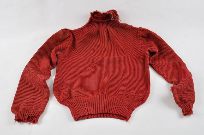 Sweater that Chana Zumerkorn from Lodz gave to her brother Joseph when they parted during the Holocaust
