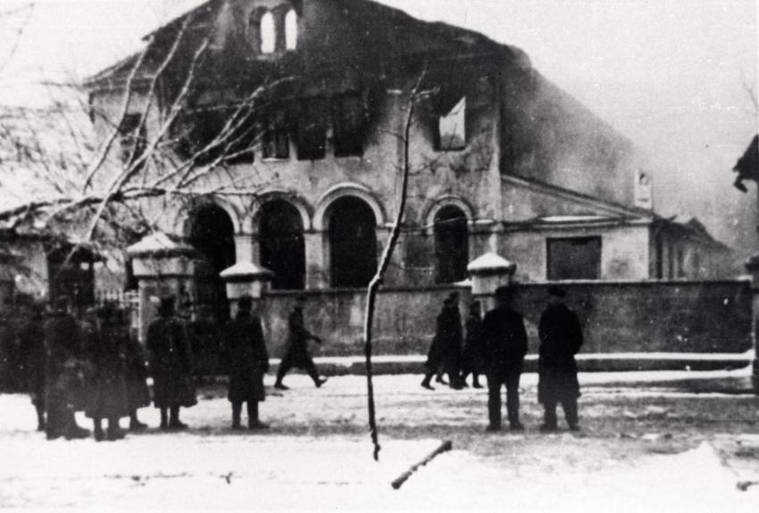 A synagogue going up in flames in Siedlce, Poland, December 24, 1939