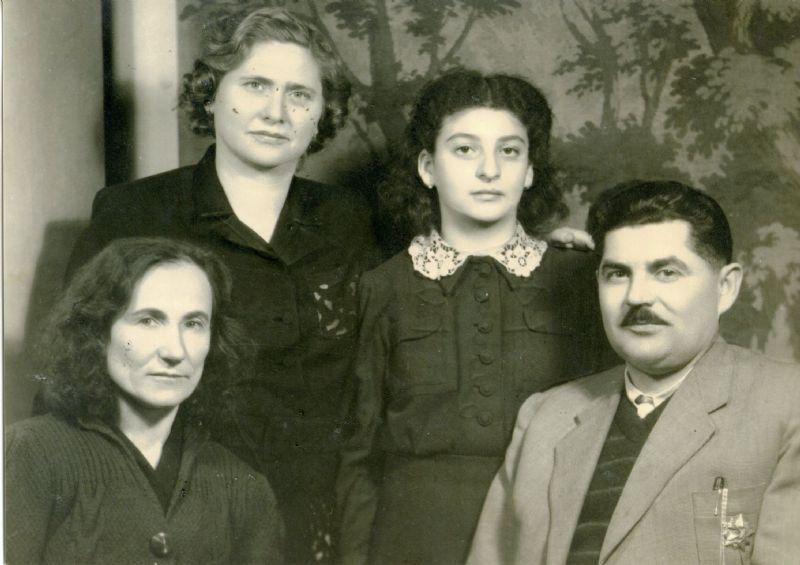 Zlatan Uglješić with his first wife Vera and her aunts
