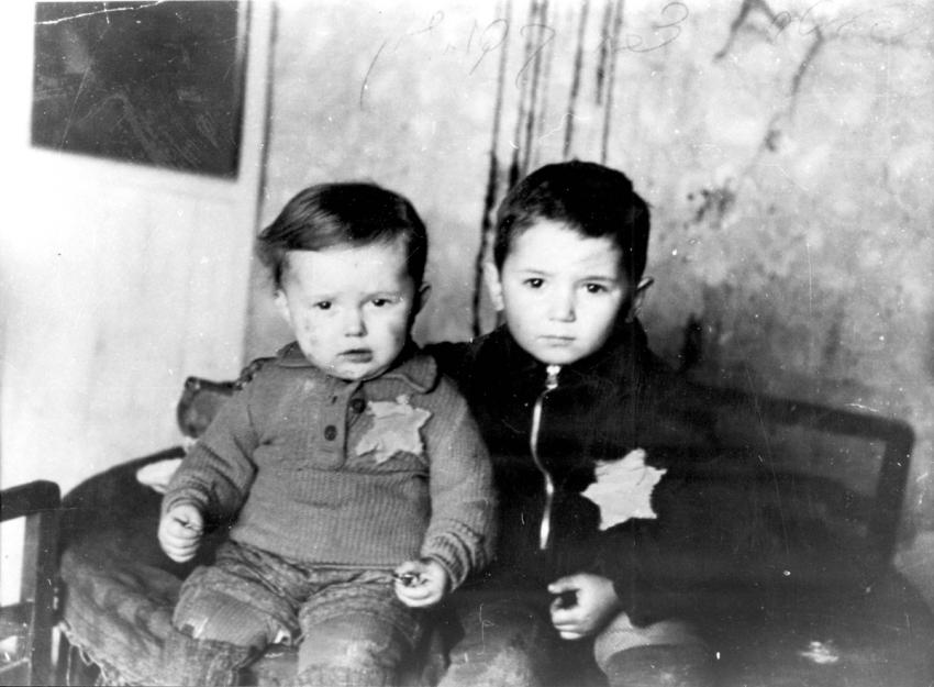 Emanuel and Avraham Rosenthal from Lithuania wearing the yellow star on their clothes.